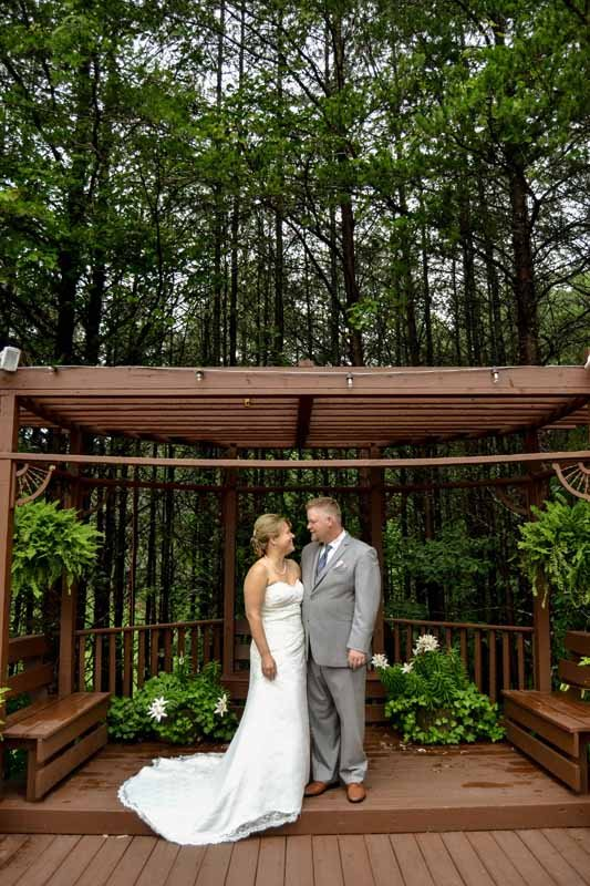 Outdoor wedding venues in north georgia queens deck ceremonies outdoor wedding venues in north georgia junglespirit Gallery