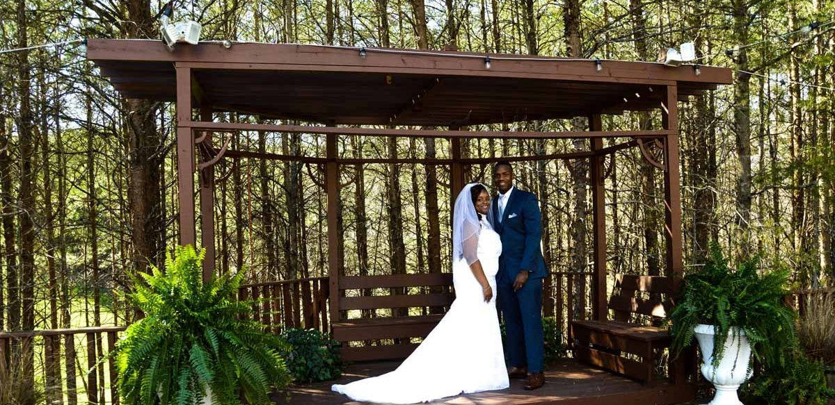 Outdoor wedding venues in North Georgia - Queen's Deck Ceremony Site